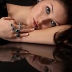 Schmuck mit Diamanten und Saphiren